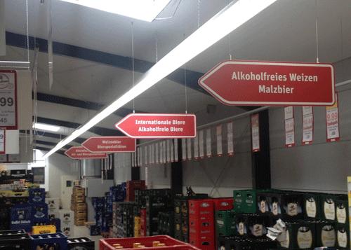 Deckenhängende Schilder Getränkemarkt
