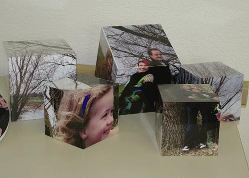 Kunstobjekte Würfel mit Familienportraits