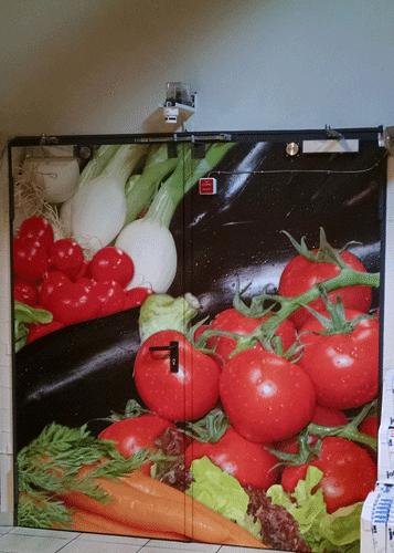 Notausgangstuer mit Gemüsemotiv