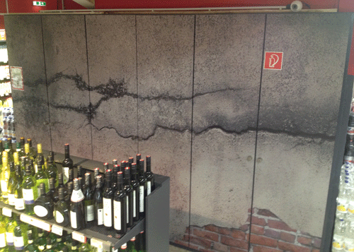 Schrankwand - Motiv rissige Betonwand